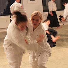 Zwei Aikido Anfängerinnen